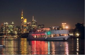Glühweinschifffahrt als Weihnachtsfeier